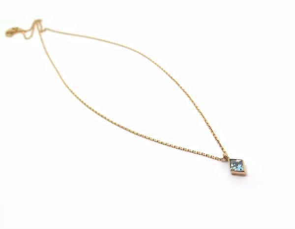 pendentif aigue marine losange sur chaine forcat en or rose