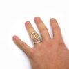 Bague ajourée en opale et pierres fines